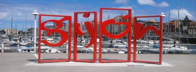 Las letronas de Gijón, en el puerto Deportivo.